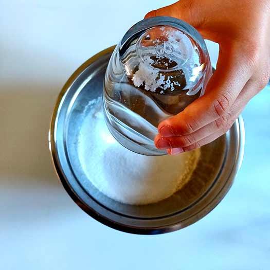 Pâte à sel - verser les ingrédients